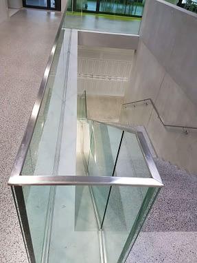 Garde-corps en verre, barrière et main-courante en acier inox, Construction métallique Lausanne Vaud EFIRA Sàrl