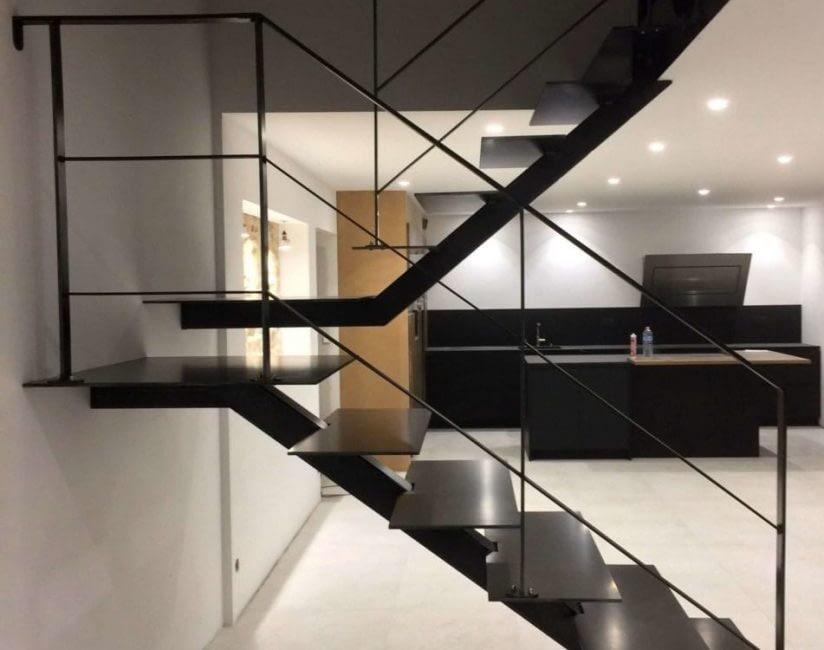 Construction et montage escalier sur mesure, Construction métallique Lausanne Vaud EFIRA Sàrl