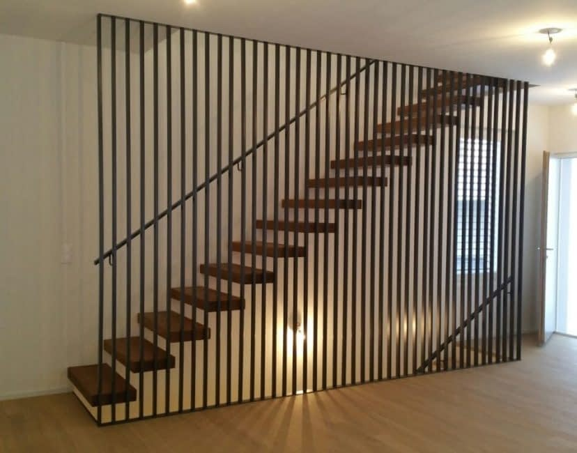 Escalier sur mesure, claustras avec garde-corps, barrière et main-courante, Construction métallique Lausanne Vaud EFIRA Sàrl